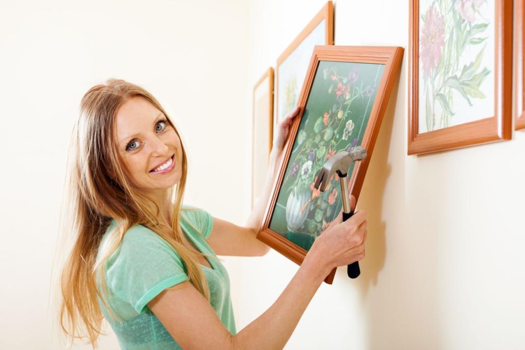 Cofersa - Blog- Cómo colgar cualquier cosa en tu casa - Colgar cuadro con martillo